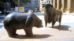 Скульптура быка и медведя перед Франкфуртской фондовой биржей